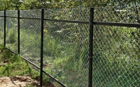 Забор из сетки рабица на двух лагах