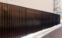 Забор из коричневого поликарбоната