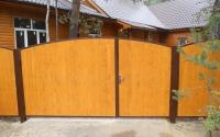 Распашные ворота из дерева сплошные
