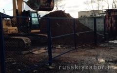 Распашные ворота из сетки рабица