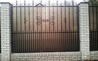 Секционный забор из профильной трубы с поликарбонатом