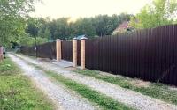Забор из двухстороннего профлиста С20 с бутированием столбов щебнем
