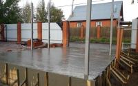 Бетонная площадка под машину на даче, заливка бетона