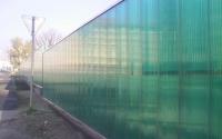 Забор из зеленого поликарбоната
