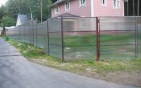 Сплошной забор из серого поликарбоната