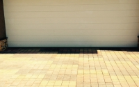 Стоянка для автомобиля из тротуарной плитки