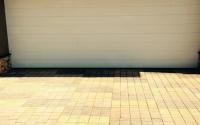 Заезд на участок из тротуарной плитки желтого цвета