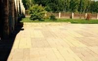 Устройство въезда на участок с бетонной подготовкой, выложенный тротуарной плиткой