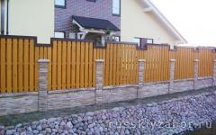 Деревянный забор на ленточном фундаменте