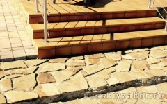 Укладка тротуарной плитки перед домом и на лестнице