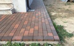 Отмостка на бетонном основании,выложенная клинкерной плиткой