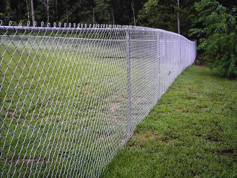 Как построить недорогой забор на дачном участке